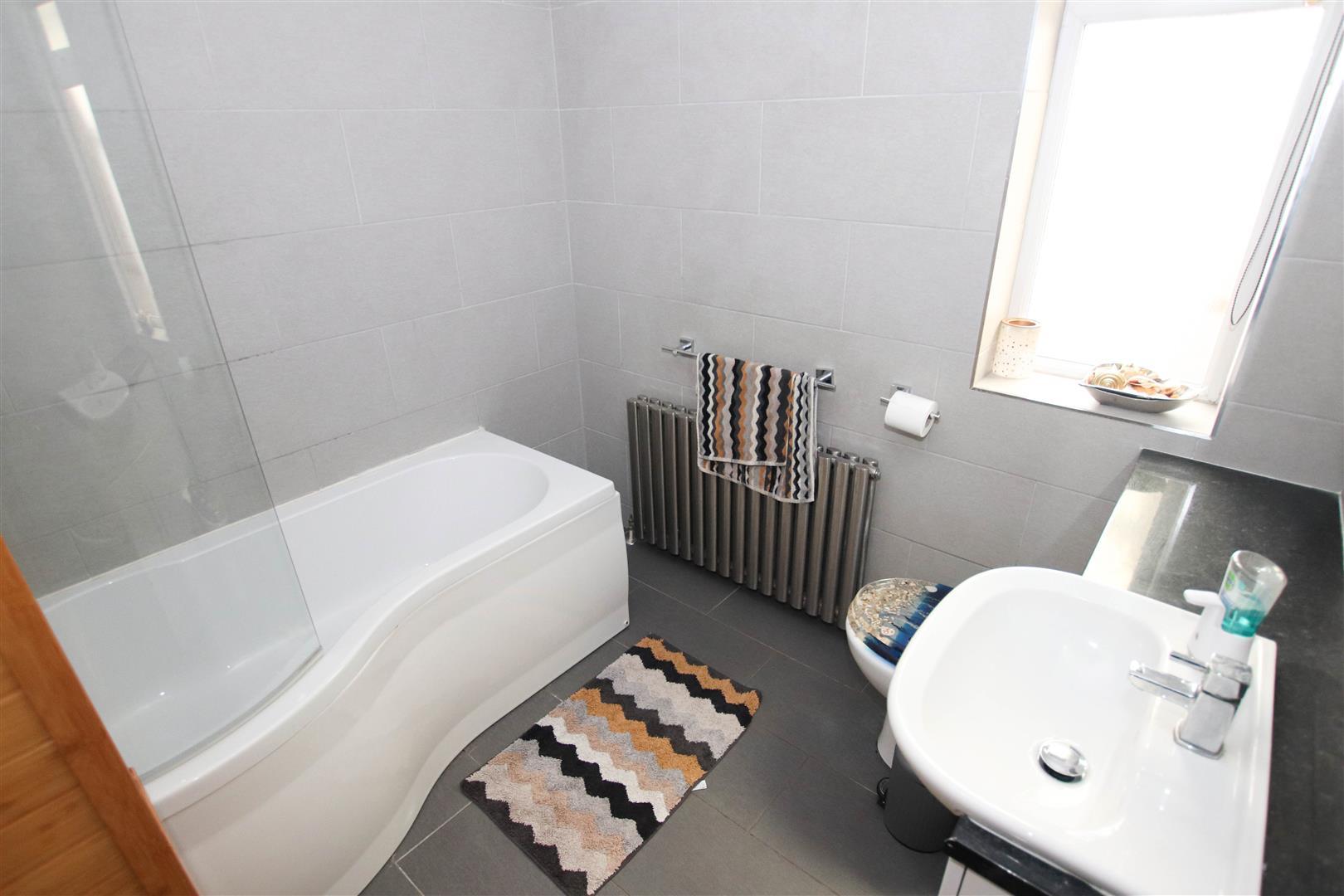 MASTER FULLY TILED BATHROOM